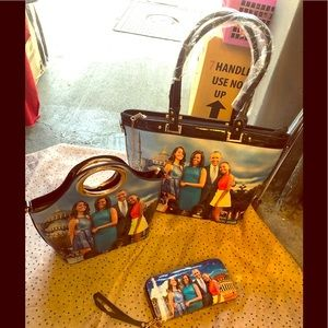 Sets of Michelle Obama n family bags on special ❤️